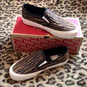 ✨NWT✨SOLD OUT Vans Tiger Slip Ons